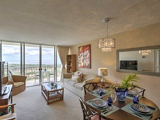 Makaha Condo w/ Ocean View - Near Pokai Bay Beach!