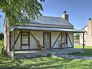 'Valley View' Fredericksburg Cottage on 37 Acres!