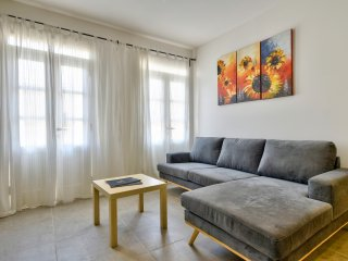 BlueBay Apartment - Off the Strand Gzira 3-bedroom