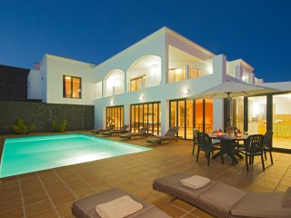 Villaten. Magnificent villa with great views, private pool and sun terrace