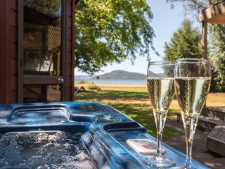 Rotorua Retreats Lakeside Family Retreat