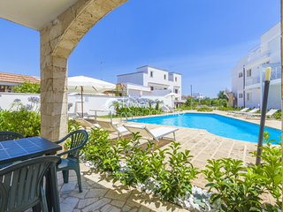 Holiday apartment with pool near Gallipoli