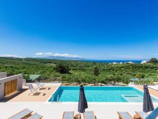 Villa Veggera / A luxurious stay with amazing sea view