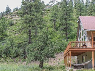 Beautiful home w/ private porch and mtn views  - 2 miles to San Juan Ntl Forest