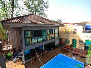 Cozy house next to the pool,MRT Huai khwang