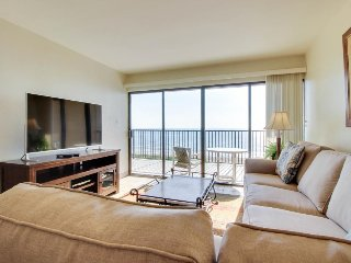 Beachfront condo w/ shared pool, hot tub, tennis courts, near Schlitterbahn!