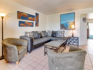 Contemporary condo w/ shared pool and full kitchen, steps from the beach