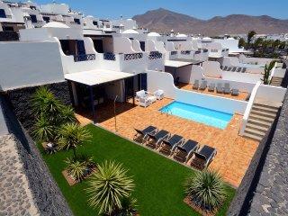 Villa Yucas. Vistas al mar y piscina privada.