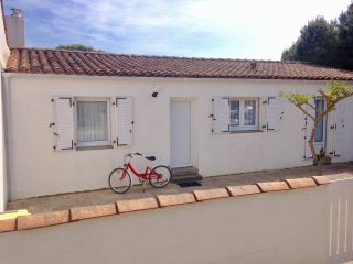 Charming family house close to the beach and village Le Bois Plage, Ile de Re