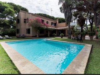 chalet con piscina urb. roche conil cadiz espana