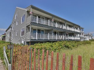 Charming condo w/ shared balcony - steps from the beach, close to pier & golf!