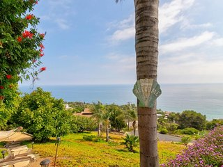 Bluffside Malibu paradise w/ spectacular ocean views, furnished patio