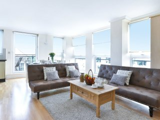 Spectacular Modern Flat,Heart of London,Parking ,balcony