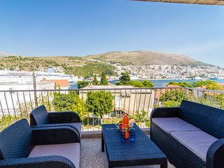 Apartment Bava - Two Bedroom Apartment with Two Balconies and Sea View