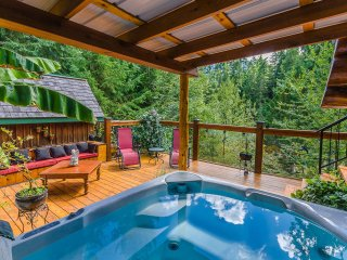 Pet Friendly 2 bedroom Log Home on the Nanaimo River