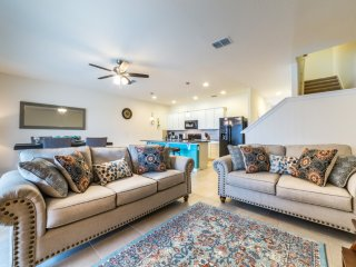 Bealtiful 4 bedrooms Solterra TownHome