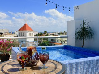 Luxury Rooftop Oceanview Penthouse Awaits...3 BR, 3.5 Bath, Grill, Private Pool