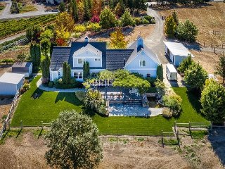 Private estate in Alexander Valley/ Views! 3 miles to town