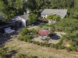 Newly Renovated home w/ Spa, Gardens, & Spectacular Vineyard Views