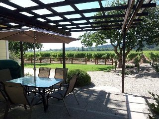 Big Oak Vineyard / Vineyard Views, 3br/2ba, w.Spa and Attached to a Winery!