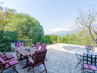 Holiday Home ''DiMaTo'' - Four Bedroom Holiday Home with Terrace