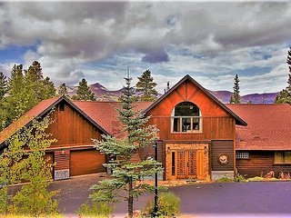 Space Wrangler Lodge ~ Luxury Mountain Retreat