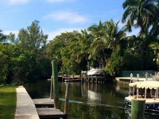 200 feet water front, luxury community, large pool