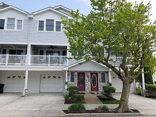 GORGEOUS .. Townhouse 1 Blk to Beach / Boards,  SPECIAL  8/24 - 8/30  $2000.