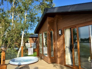 Fable Lodge - Luxury lakeside holiday lodge with hot tub