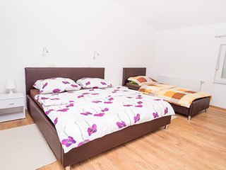 Airport Rooms Marija - Triple Room (No. 5)