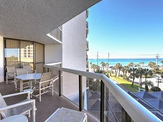 UNIT 206  !ALL RATES 20% OFF IN APRIL!  UPGRADED CONDO! GREAT VIEWS!