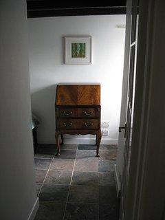 Single bedroom desk