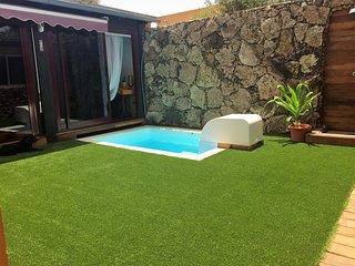 Villa Tranquila, piscina y garaje privado, bbq y horno de lena
