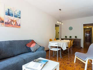 Spacious 4 Bedroom Apartment Fira BCN & Camp Nou