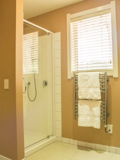 Shower room with basin unit and washing machine