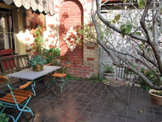 Spacious Cottage, Nice Patio Garden, Prime Position In Richmond