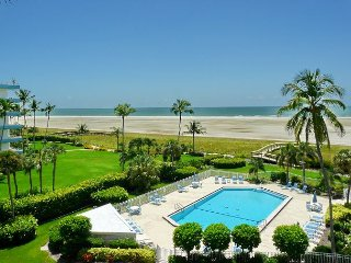 Cozy beachfront condo w/ heated pool & sweeping ocean views