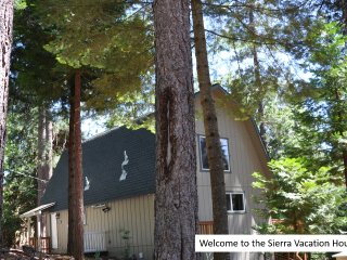 Sierra Vacation House - With Free Access to Private Neighborhood Lake