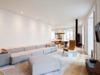 Spacious Chiado Modern apartment in Baixa/Chiado with WiFi, air conditioning, ba