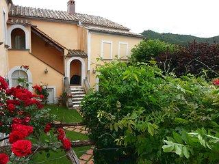 Villa Lillà è immersa nel verde tra la Costiera Amalfitana e il Cilento