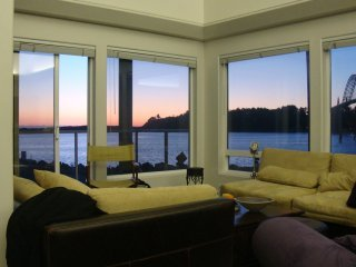 The Happy Clam -  Super Fun Home and Location on the Oregon Coast, Great Views!