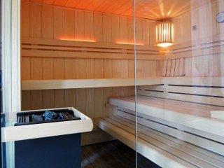 90 m²-Komfort-Ferienwohnung + Terrasse + Sauna + ... 90 m zum Ostseestrand !