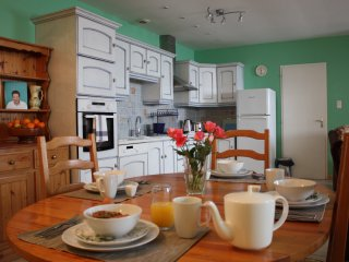 Large open plan kitchen, lounge and dining area. Kitchen fully fitted and all new appliances