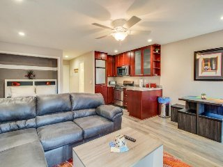 Recently remodeled condo w/ shared pool & hot tub - close to lake and slopes!