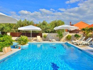 Luxury villa mit 3 Apartment und Pool, WiFi, Parkplatz, Waschmaschine frei