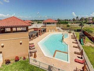 Updated condo w/ shared pool/hot tub - close to the water park!