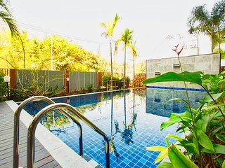 Big 2 bed in Chiang Mai city - free wifi/pool/gym
