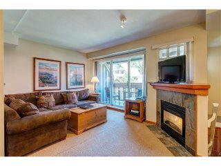 'Sunpath' Large 2 bedroom w/ pool & hot tub access steps from the Village!