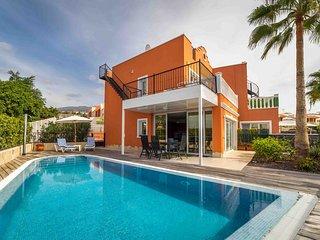 Cozy & Luxury Villa, Callao Salvaje, with private pool