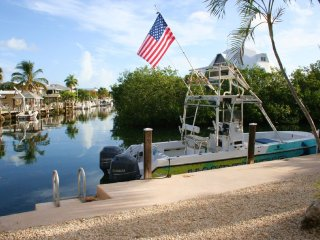 Waterfront Vacation Pool Home 2 Bedroom & 2 Baths Sleeps 8 w/ 60 Feet of Dockag